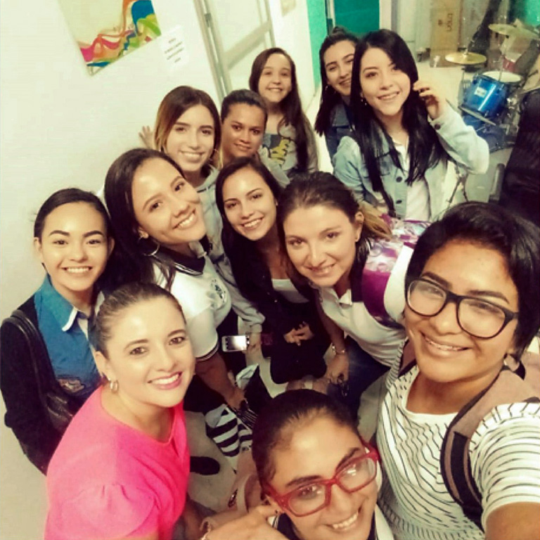 Natalia Ramirez Casalvolone, doctoral student and Professor, Universidad de Costa Rica - Sede de Occidente, with students from the project